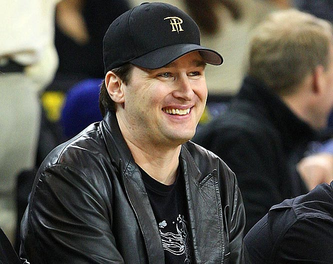 The 52-year old son of father Phil Hellmuth Sr and mother Lynn Hellmuth, 197 cm tall Phil Hellmuth in 2017 photo